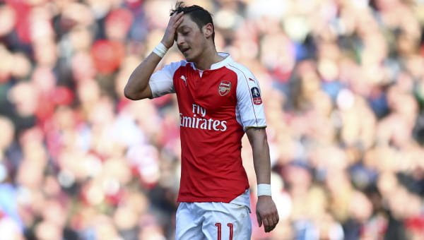 Arsenal midfielder Mesut Ozil announces worldwide  retirement