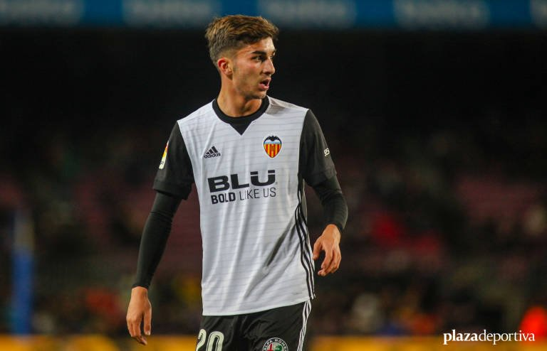 Valencia winger Torres speaks on United and Liverpool links