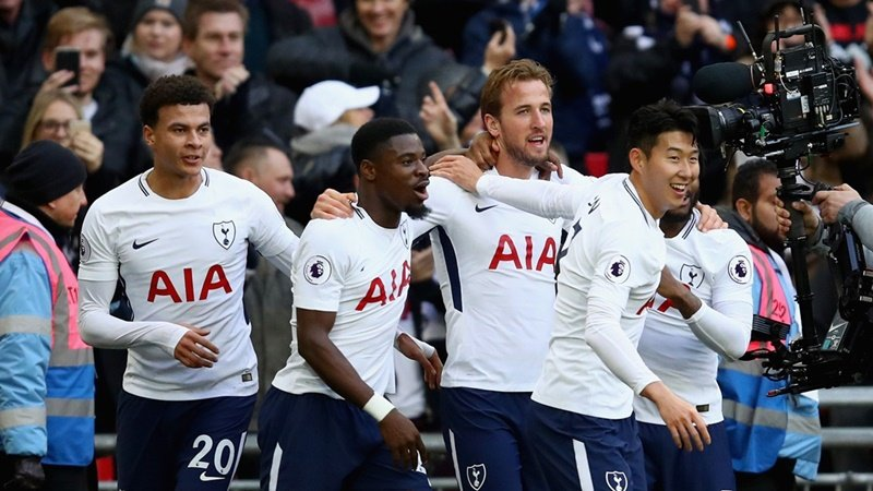 Harry Kane signs new six-year contract with Tottenham