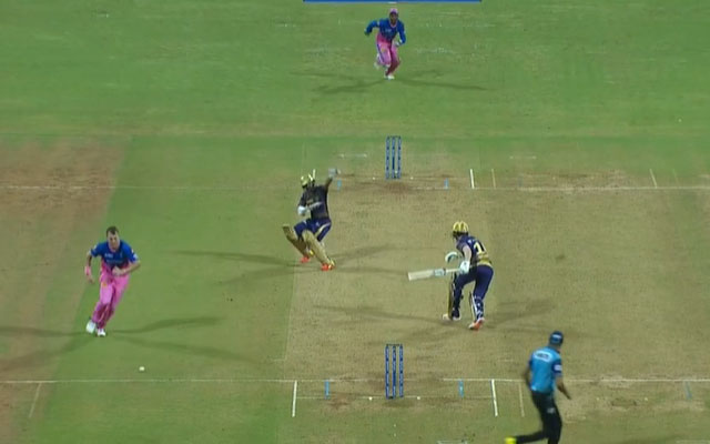 Eoin Morgan gets run out in an unlucky manner on Duck against RR
