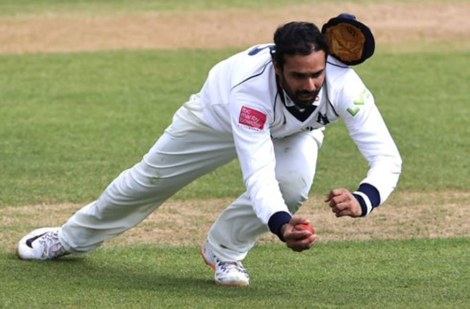 Video: Vihari pulls off a one-handed blinder on English county debut