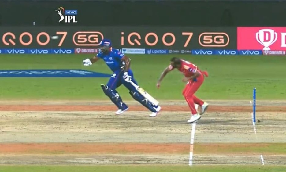 Video: Pollard gives 'Mankad' warning to Dhawan during DC vs MI but steals a run against PBKS