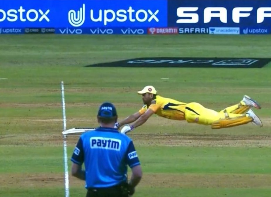 Video: MS Dhoni puts a full-blooded dive to return back to his crease against RR