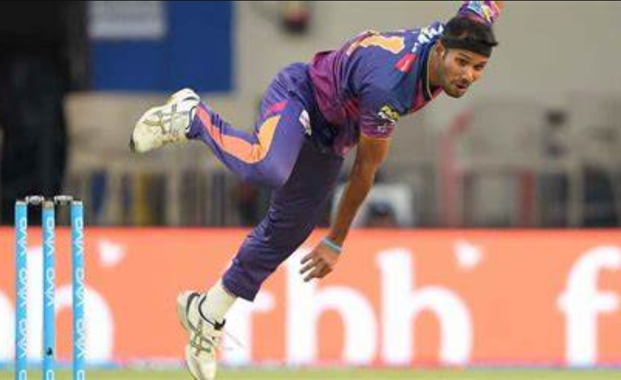 Former Indian cricketer Ashok Dinda attacked by miscreants in Moyna
