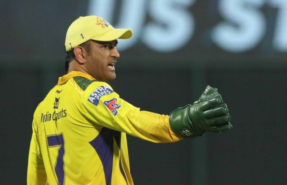 Twitter reacts as Chahar vents his frustration after Dhoni drops a catch