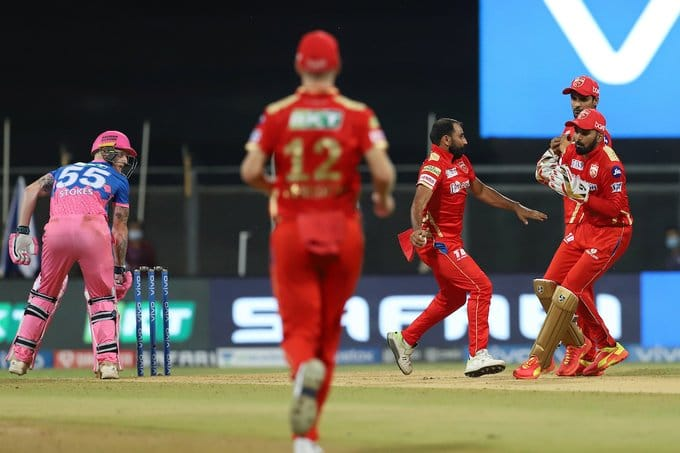 Rahul almost drops Stokes after colliding with Mo Shami