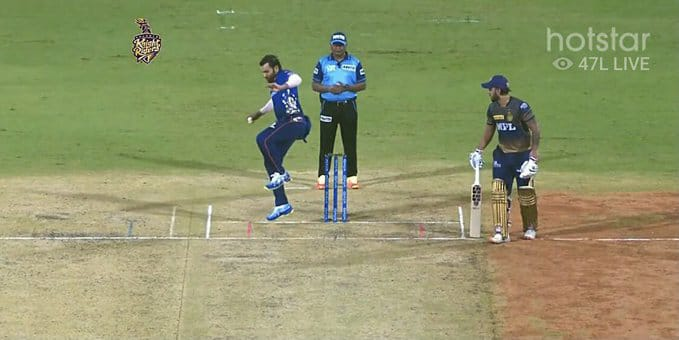 Rohit Sharma comes to bowl in IPL 2021 but twists his left ankle before first ball
