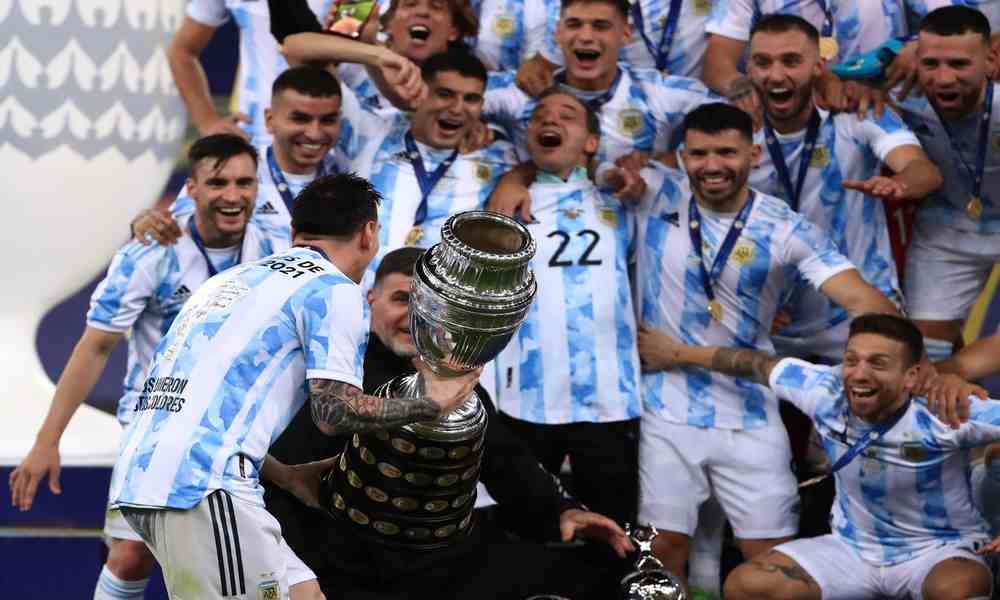 Lionel Scaloni and Argentina team with Copa America trophy